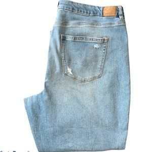 NWOT Women's American Eagle Distressed Jeans